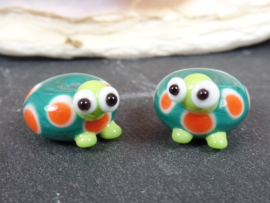 IKGR0008: Set of 2 Turtles, basebead appx 8x14mm