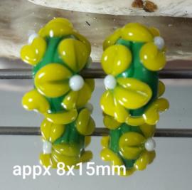 IKGR0010: DuoSet BloemKralen Groen & Geel, ca 8x15mm