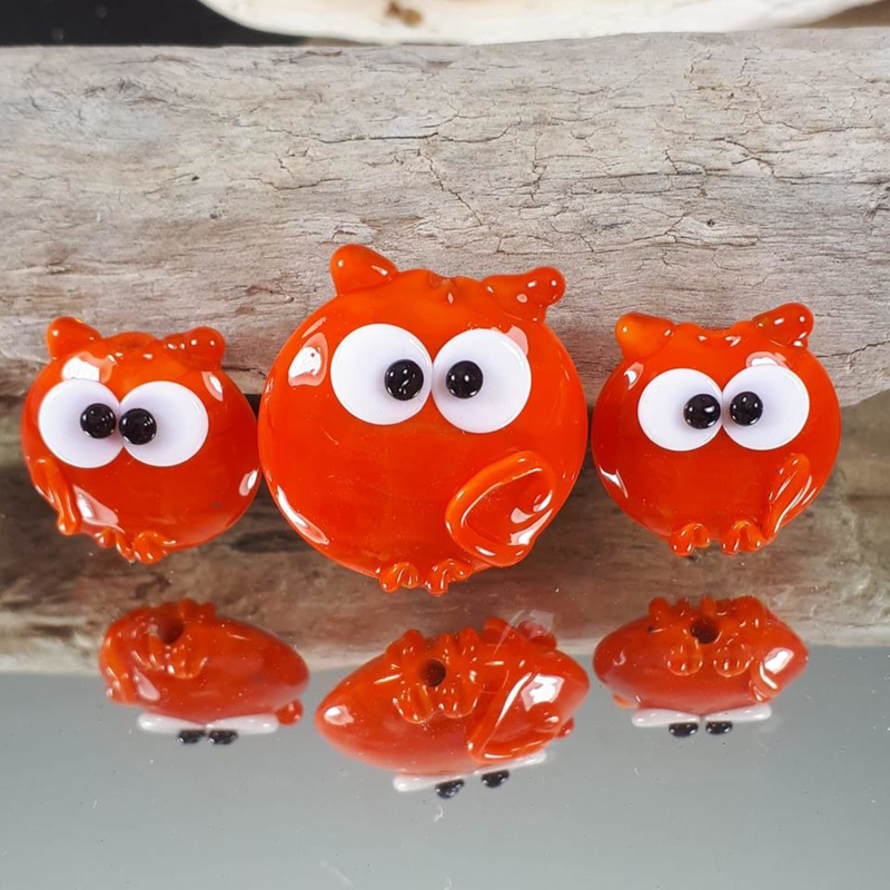 IKOR004: Set of 3 Lentil Cats Orange,appx 25 and 20mm, doubesided