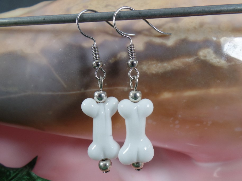 WI 0099: Earrings with Bones White