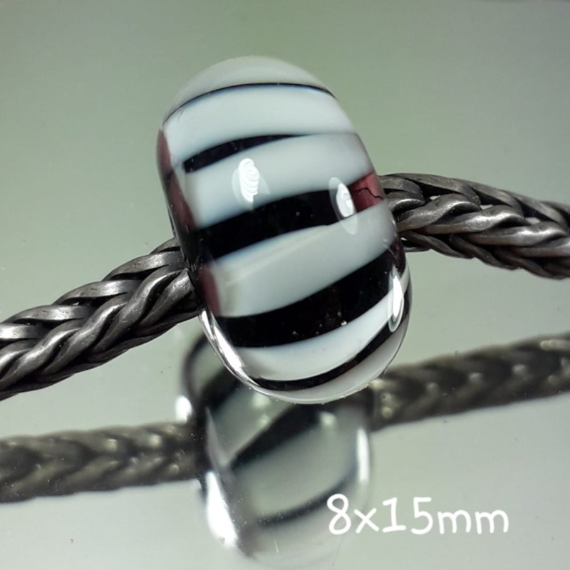 BH0077: Gestreept Zwart Wit, ca 8x15mm