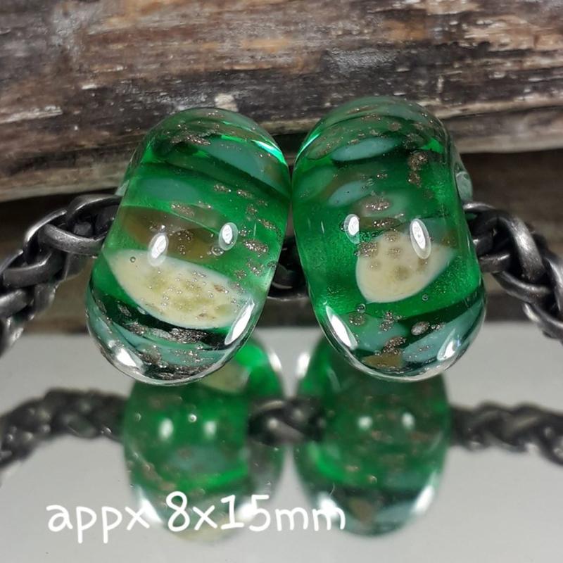 IKGR0172: Set of 2xBig Hole Bead Emerald & GoldGlitter, appx 8x15mm