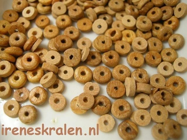 GB141:  Wooden disc irregular small, 1x5mm