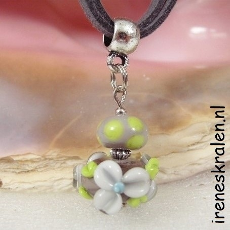 ZW1501: Necklace with floral Bead Grey
