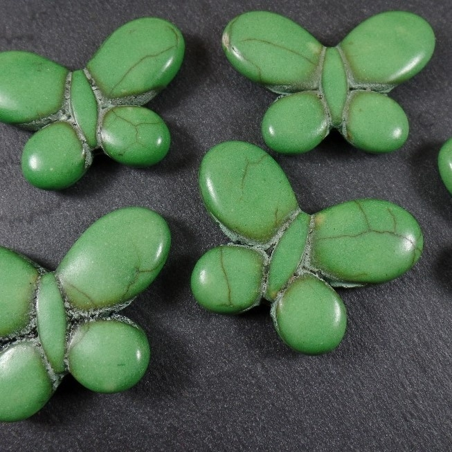 GG 003 Stone Butterfly Green, appx. 24x34mm, hole vertical