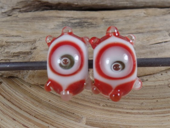 IKRD0047: DuoSet Rood & Wit Bubbels, ca 9x16mm
