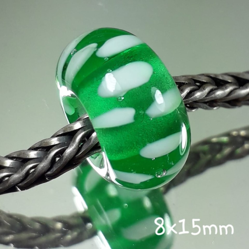 IKGR0193:  Emerald & Wit Inside, ca 8x15mm
