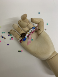 Set van 3 armbandjes op zelfgemaakt kaartjes