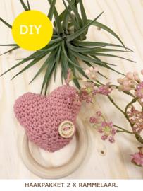 Haakpakket - hartjes rammelaar -  Oud roze