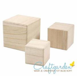 Houten - kubussen - torrentje - 3 blokken - 5 + 6 + 8 cm