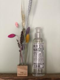 Handzeep en blokje droogbloemen