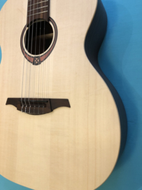 LÂG Tramontane 4/4 Classical Guitar