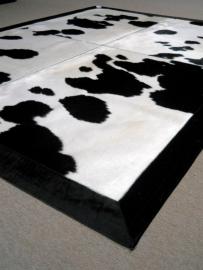 Zwart-Wit Koeienhuid Tapijt, 180 x 240 cm.