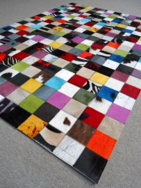 Multicolor Squares without Border