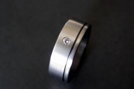 Zirkonium ring met witte diamant