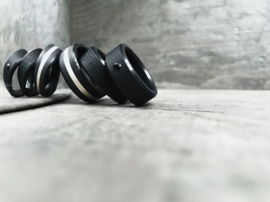 ARES Black Diamond Ring - Platina band - 8 mm breed