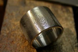 Titanium vingerafdruk ring met 3 vingerafdrukken Extra breed
