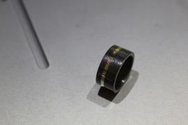Zirkonium ring met vingerafdruk en gouden band