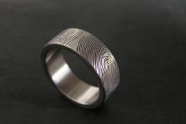 Vingerafdruk ring die 360c rond bezet is met vingerafdrukken.