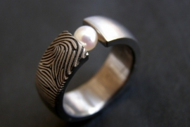 Vingerafdruk ring met parel en vingerafdruk - open zetting