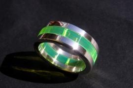Zilveren ring met geel plexiglas