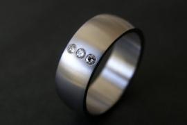 Titanium ring met 3 diamanten