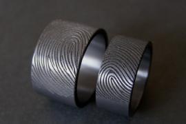 Zwarte zirkonium vingerafdruk ringen 180c