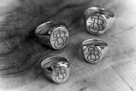 Zilveren zegelringen met monogram
