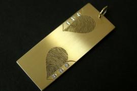14K Geelgouden hanger met 2 vingerafdrukken hart vormig