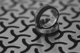 Carbon en Titanium vingerafdruk ringen