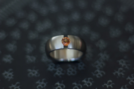 Titanium ring met orange saffier