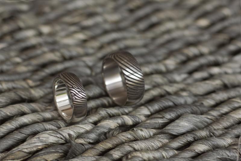 Titanium vingerafdrukring met zilveren binnenzijde
