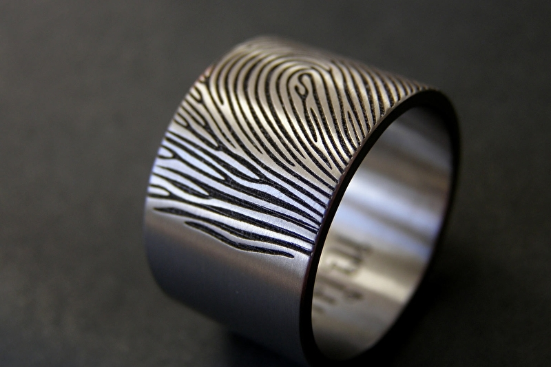 Titanium ring 12 mm of 1.2 cm breed / 180c brede vingerafdruk