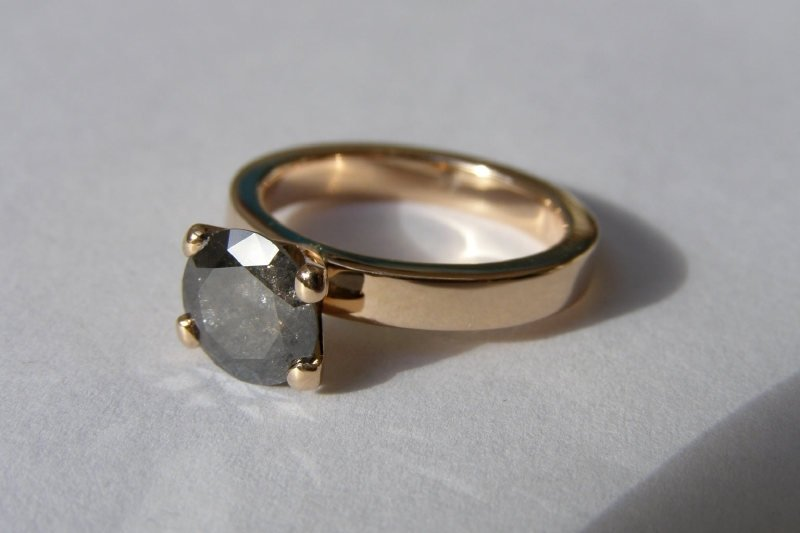 Rozé gouden ring met zwarte diamant