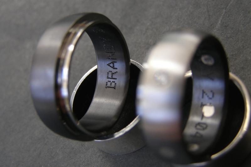 Zirkonium ring met zilveren stippen en witte diamant 2.1mm