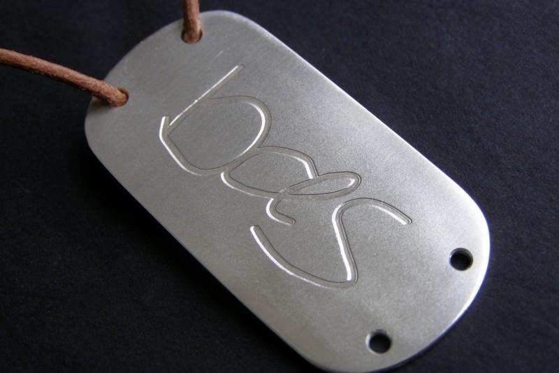 Zilveren dogtag met vingerafdruk