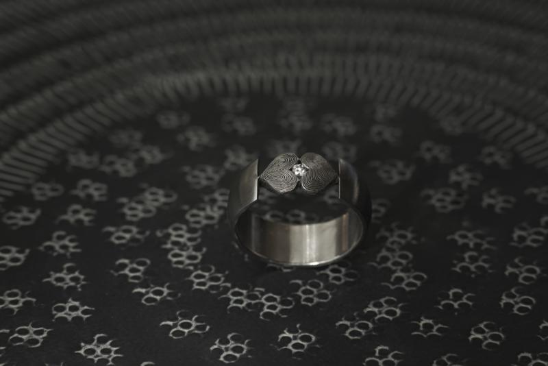 Vingerafdruk ring met open hartjes  <3 <3