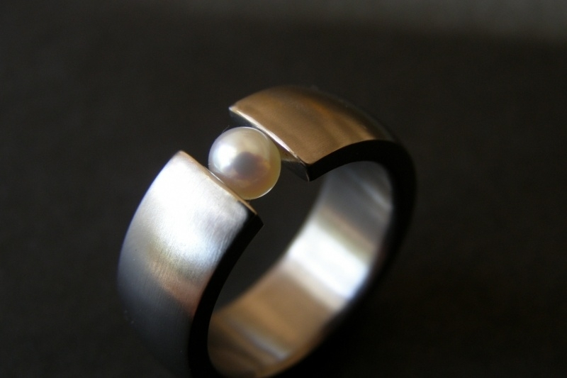 Titanium ring met parel