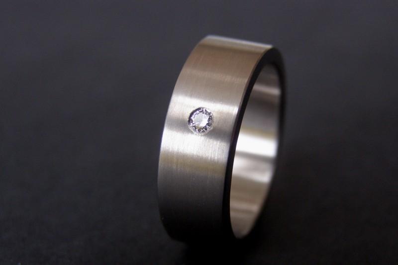 Titanium ring met witte diamant