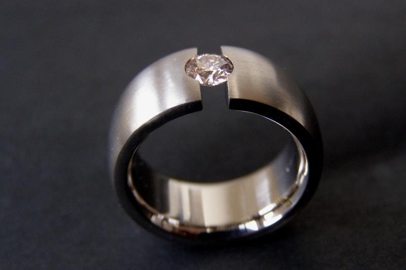 Titanium ring met champagne kleurige diamant 0.37ct