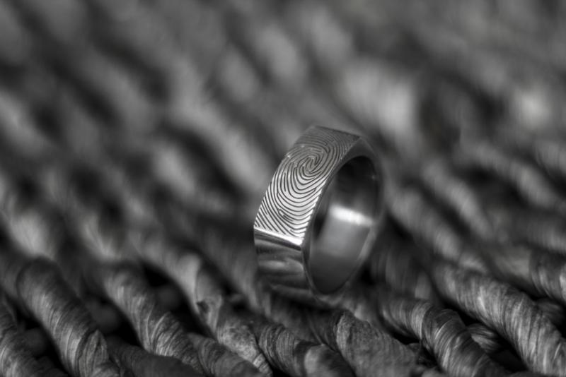Zilveren vingerafdruk ring vierkant met afgeronde hoeken