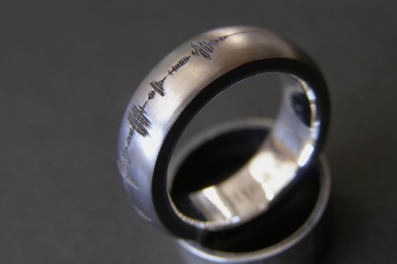 Soundwave / Geluidsgolf ring / Bollend / Zilveren binnenzijde