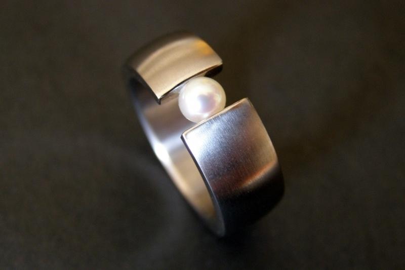 Titanium ring met parel