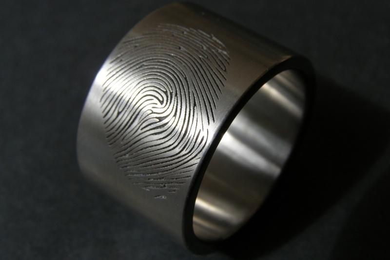 Vingerafdruk ring Titanium extra breed 12mm