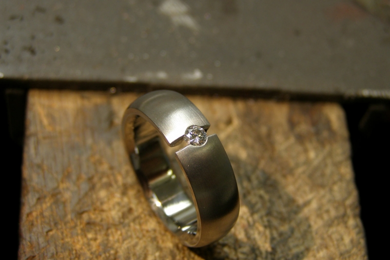 Titanium ring met open zetting en 3mm diamant Vvs Top Wesselton