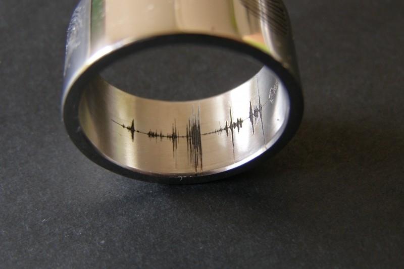 Geluidsgolf / Soundwave binnenzijde gravure