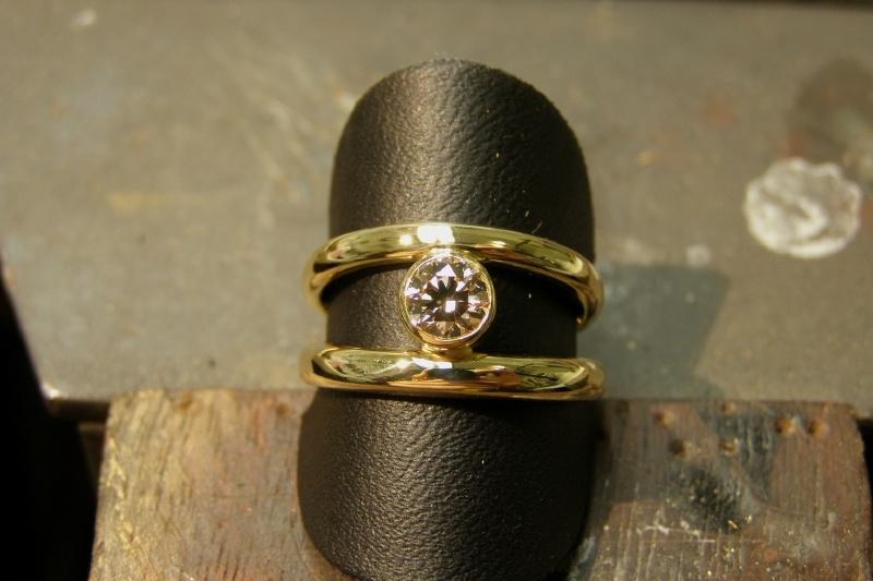 Geelgouden ring met champange kleurige diamant
