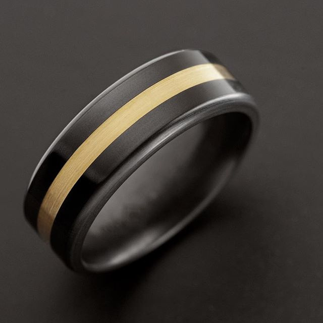 ARES Black Diamond Ring - 24K Geelgouden band - 8 mm breed
