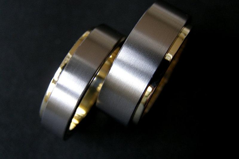 Gouden ringen met Titanium buitenzijde