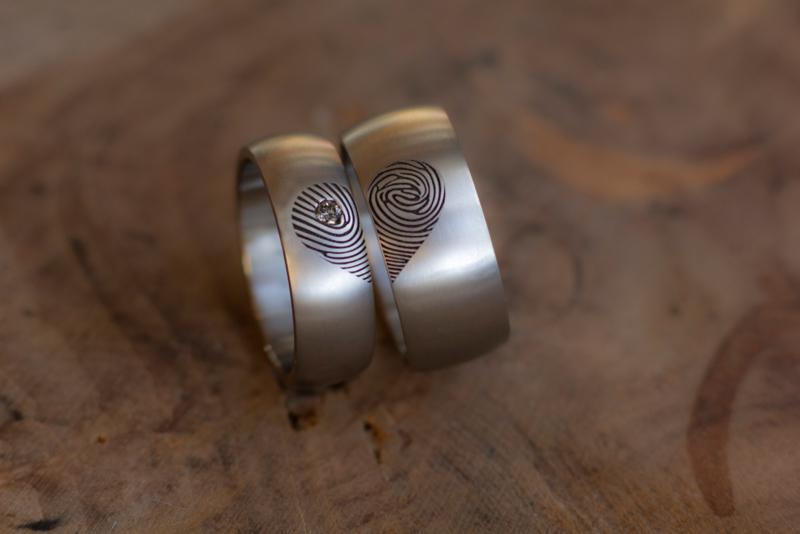 Vingerafdruk hart in Titanium ringen